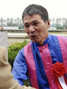 国内最年長・金沢の山中利夫騎手(63)が15日に引退
