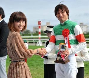 函館記念(G3) バラけた馬群の中から抜け出したのはトランスワープ(大野)!ゴール前で差し切って重賞初制覇!