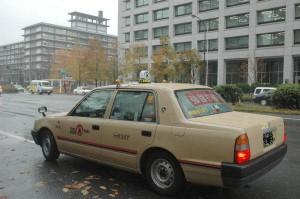 騎手の送迎タクシー代で無駄遣い 会計検査院指摘