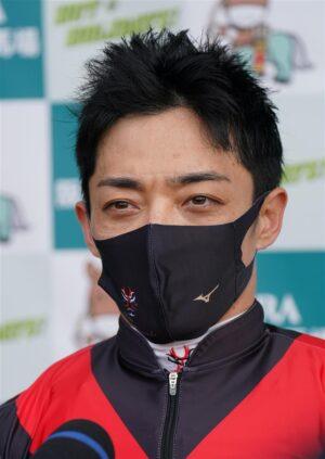 mnewsplus 1616828082 2501 300x423 - 【レース】毎日杯(阪神・G3) 中団追走シャフリヤール(川田)直線馬群を割って追い比べを制した!コースRでクラシック戦線に名乗り