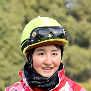 keiba 1619570892 101 - 【競馬】新人女性ジョッキー・古川奈穂が左肩違和感で数か月の休養へ