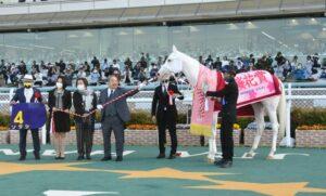 mnewsplus 1618123916 58101 300x181 - 【レース】桜花賞(阪神・G1) 白毛馬また快挙!先行策ソダシ(吉田隼)直線早め抜け出しコースレコードで無傷5連勝!まず牝馬1冠