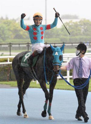 mnewsplus 1627801235 1201 300x407 - 【競馬】クイーンS(函館・G3) 後方待機テルツェット(ルメール)直線馬群の中から強烈末脚!差し切って重賞2勝目