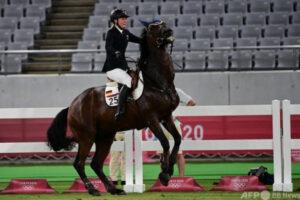 mnewsplus 1628347795 101 300x200 - 【東京五輪】抽選で選ばれた馬をコントロールできず選手が号泣 コーチが馬を殴り大会から追放 近代五種