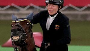 mnewsplus 1628431761 801 300x169 - 【東京五輪】「虐待では?」馬を殴った独代表コーチに非難の声…「ルールに無理がある」の意見も