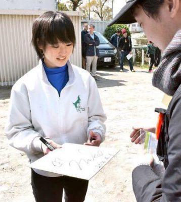 keiba 1489161337 101 358x400 - 美浦トレセンの厩舎見学ツアーが今年も菜七子ちゃんのいる根本厩舎
