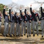 古川奈穂さん(16)ら8人が競馬学校に入学