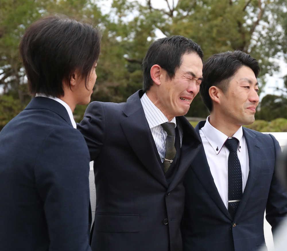 keiba 1542577336 101 - 木村哲也調教師、初G1制覇で号泣「皐月賞は調教失敗したので秋は絶対挽回したかった」