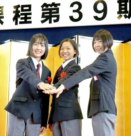 keiba 1586234441 101 - 27年ぶりに「競馬3人娘」がJRA競馬学校に入学