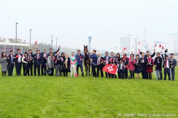 エアロヴェロシティの馬主・ヨン氏「日本の競馬ファンは、香港馬が勝っても素晴らしいお迎えをしてくれた。感謝の念で一杯」