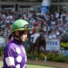 藤田菜七子騎手、激しい叩き合いを制し、久々のJRA勝利!
