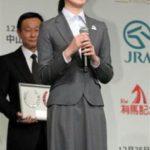 藤田菜七子、貴重なスーツ姿