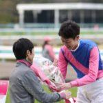 武幸四郎、涙なしの引退式 兄豊から花束贈呈 「最高の形で騎手人生を終えられました」