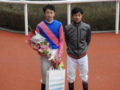 mnewsplus 1488104519 26803 400x300 - 武幸四郎、涙なしの引退式 兄豊から花束贈呈 「最高の形で騎手人生を終えられました」