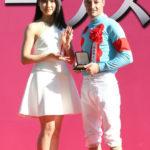 土屋太鳳「差し馬に注目していたので、アーモンドアイの単勝を買って的中しました!」 日本ダービーにも来場